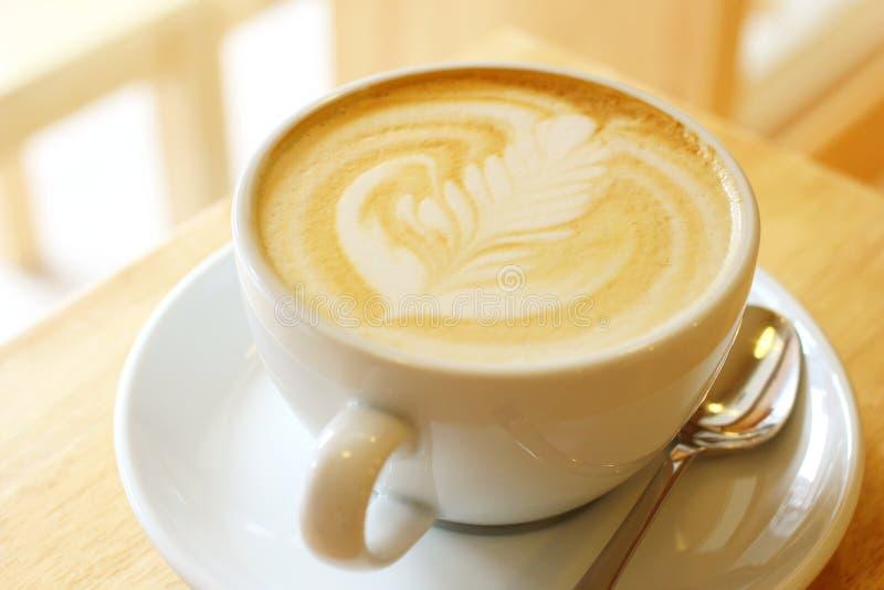 杯拿铁或热奶咖啡咖啡 免版税库存照片