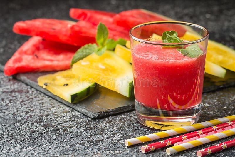 杯新鲜的西瓜汁 免版税库存图片