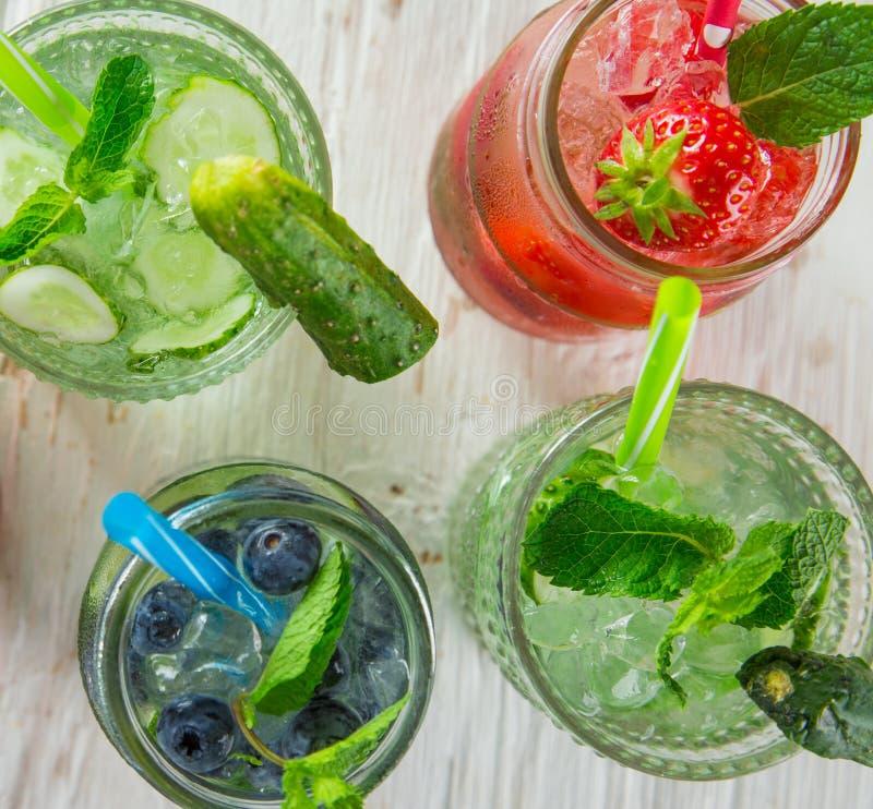 杯新鲜,自创新鲜的汁液 免版税图库摄影