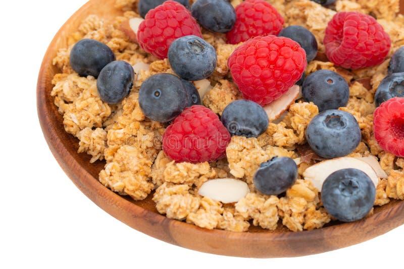 杯格兰诺拉麦片用杏仁和新鲜的莓果 免版税库存照片