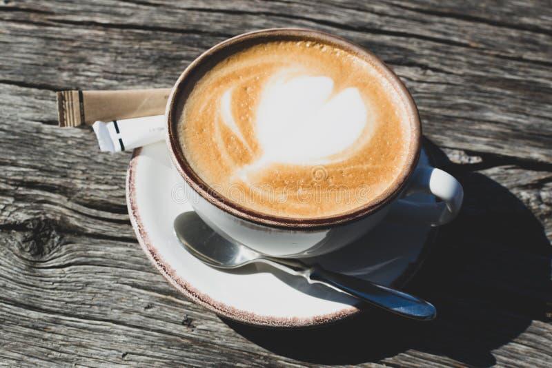 杯热的capuccino咖啡 图库摄影