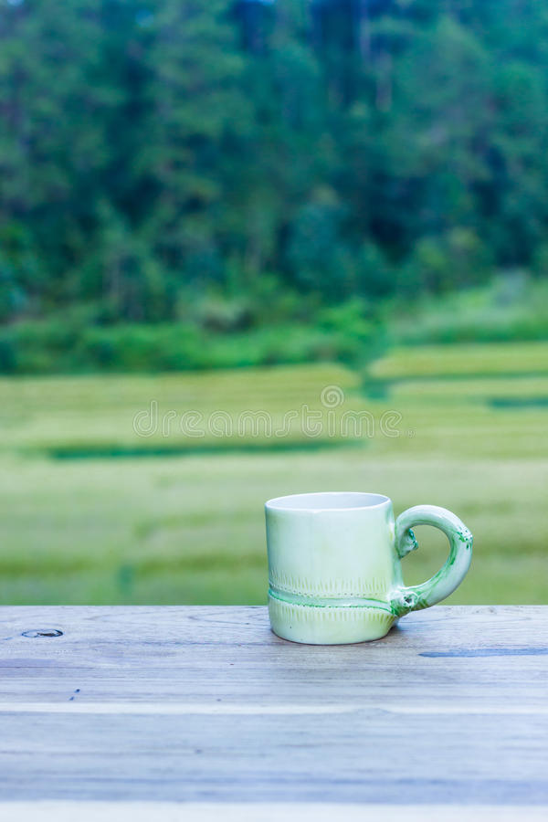 杯用在桌上的茶 库存照片