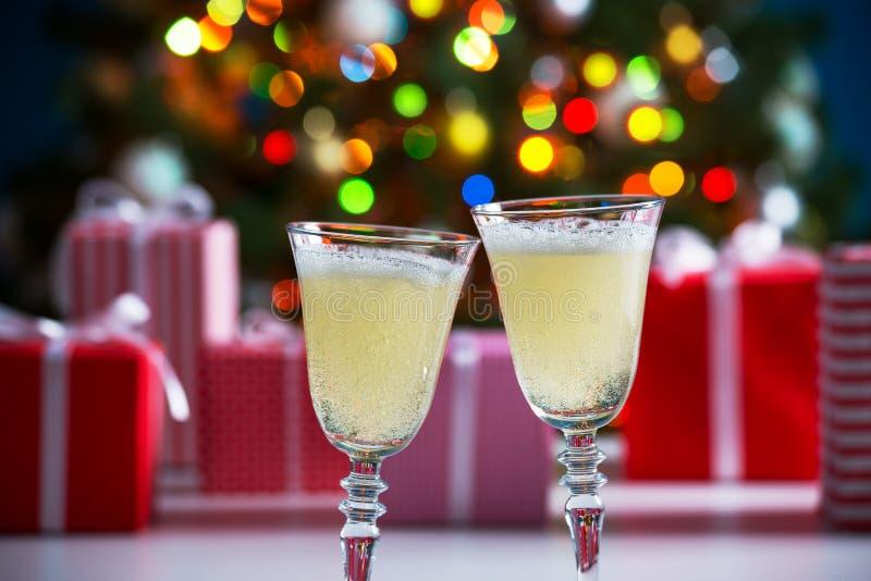 Download 杯香槟和圣诞节礼物 库存图片. 图片 包括有 欢乐, 节假日, 祝贺, 蜡烛, 装饰品, 背包, 牌照, 浪漫 - 62533105