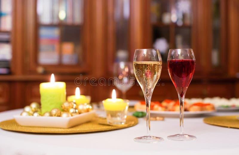 杯香槟和kir royale 免版税图库摄影