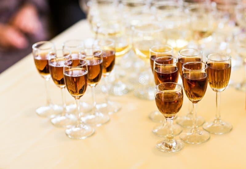 杯香槟或藤 免版税库存照片