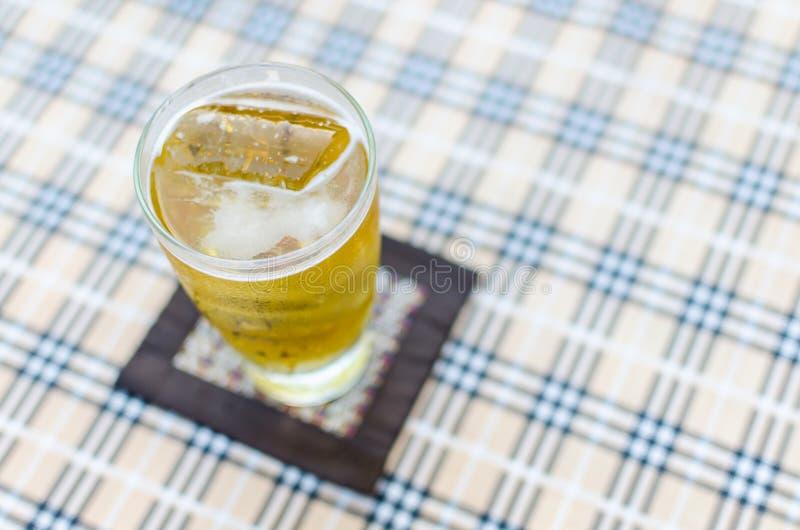 杯从顶视图的啤酒 库存照片