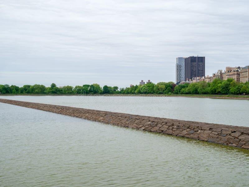 杰奎琳・肯尼迪水库在中央公园, Ne看法  免版税库存照片