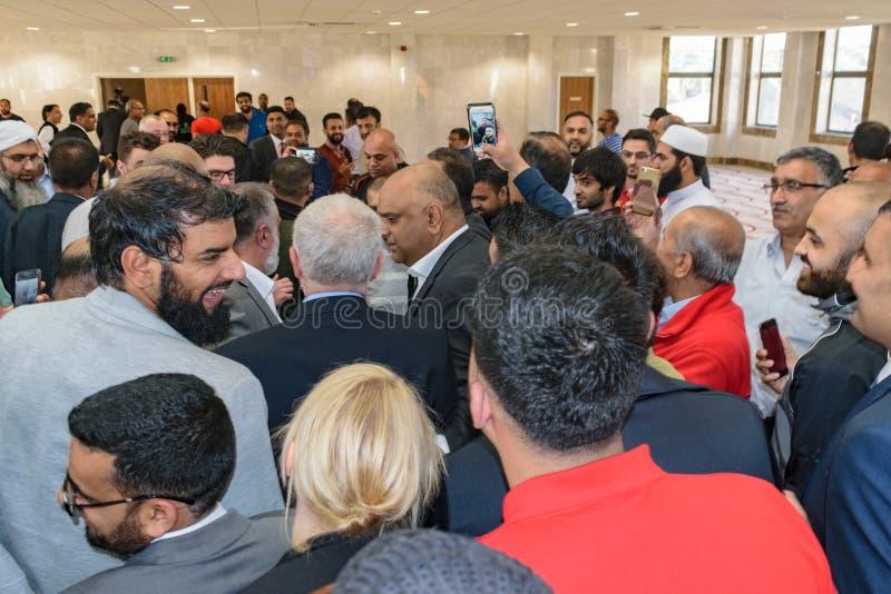 杰里米Corbyn参观的清真寺 图库摄影