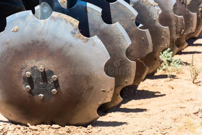 松开的土壤耕地机圆盘 免版税库存图片