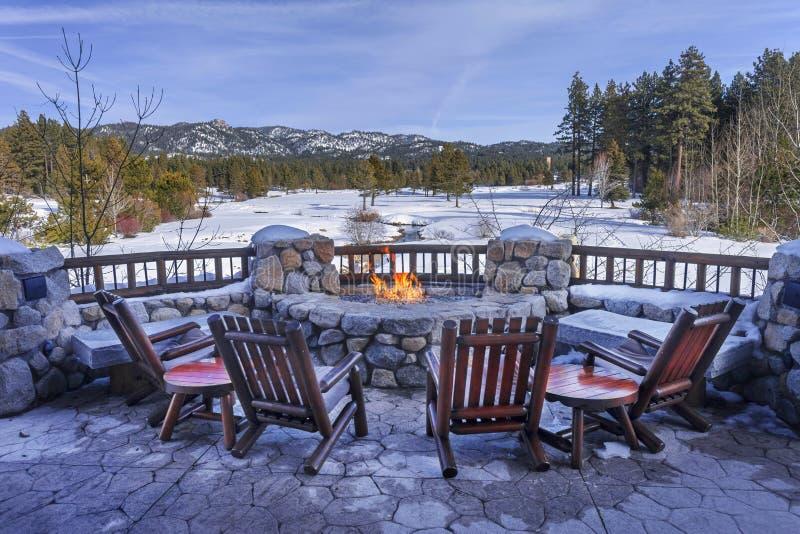 Download 松弛雪 库存照片. 图片 包括有 凳子, 岩石, 杉木, 森林, tahoe, 结构树, 木头, 光芒, 内华达 - 72369348