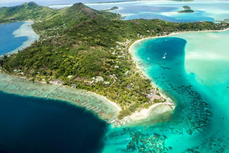 绿松石和博拉博拉岛的蓝色颜色 免版税图库摄影