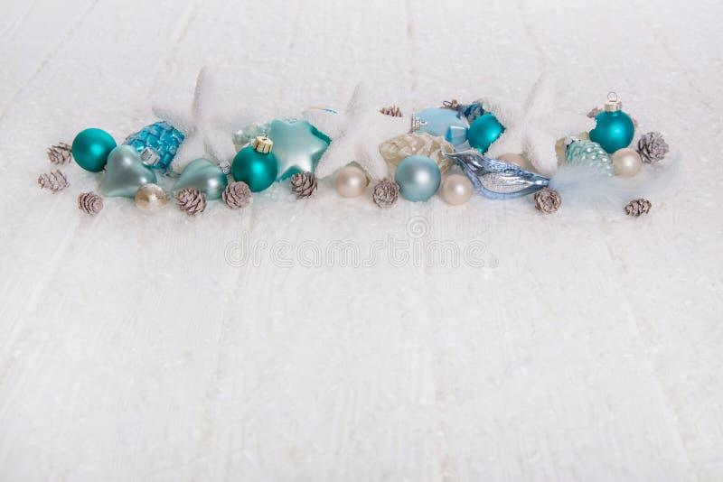 绿松石和蓝色木雪白色圣诞节背景与 免版税图库摄影