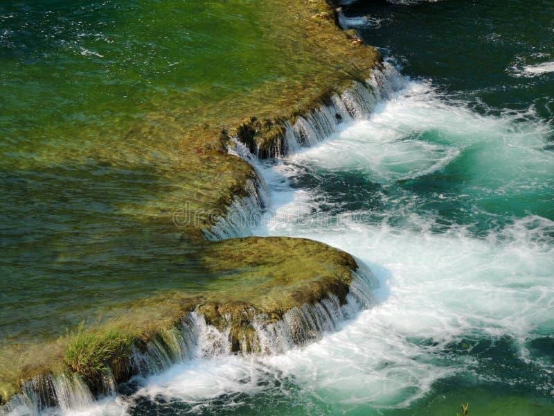 绿松石水流量 图库摄影