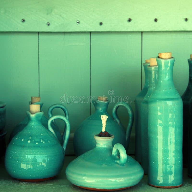 绿松石给陶瓷投手,克利特,希腊上釉 图库摄影