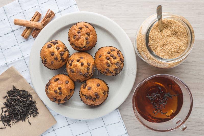 松饼、茶,茶、糖、蜜桔和桂香 免版税库存图片