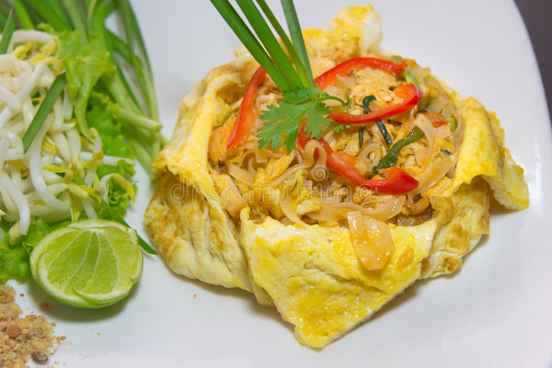 板材垫泰国或phat泰国在煎蛋卷 图库摄影