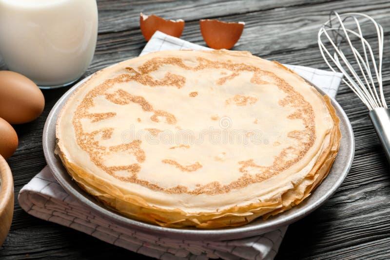 板材用稀薄的薄煎饼 免版税库存图片