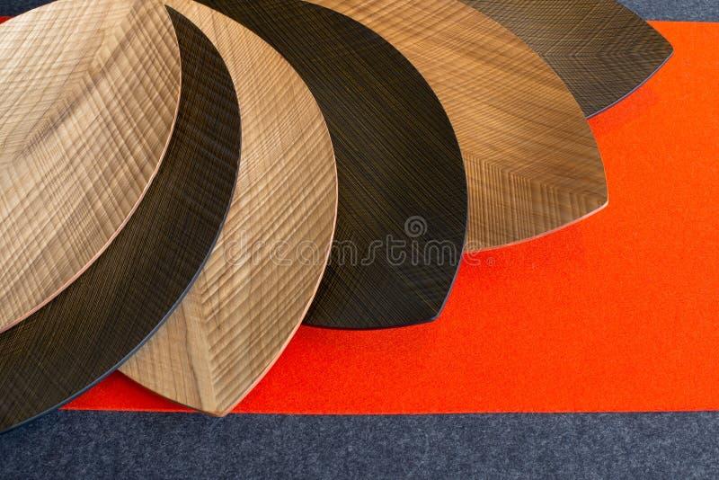 板材由木头制成以叶子的形式 免版税库存图片