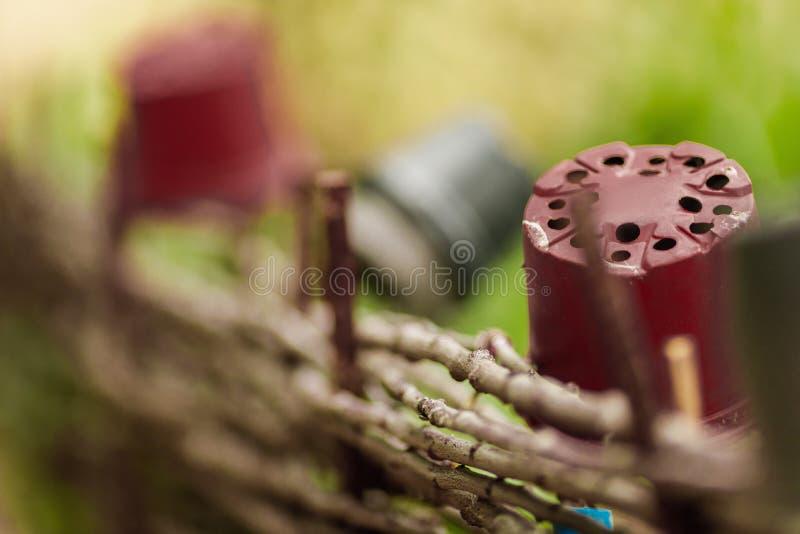 板条篱芭由杨柳标尺制成 库存照片