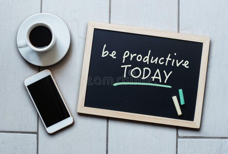黑板概念说今天是有生产力的 库存图片