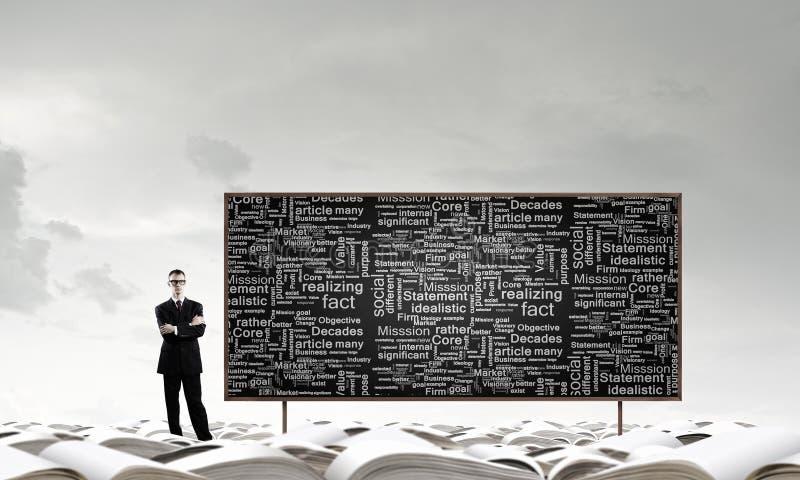 Download 黑板的人 库存图片. 图片 包括有 增长, 学员, 微笑, 有吸引力的, 生意人, 研讨会, 销售额, 关键字 - 59106007