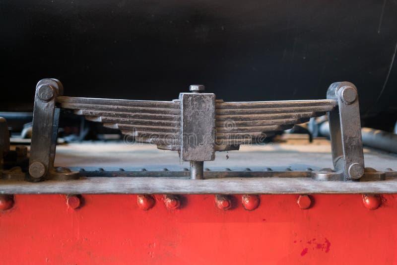 板簧吸收体-被隔绝的老火车停止- 库存图片