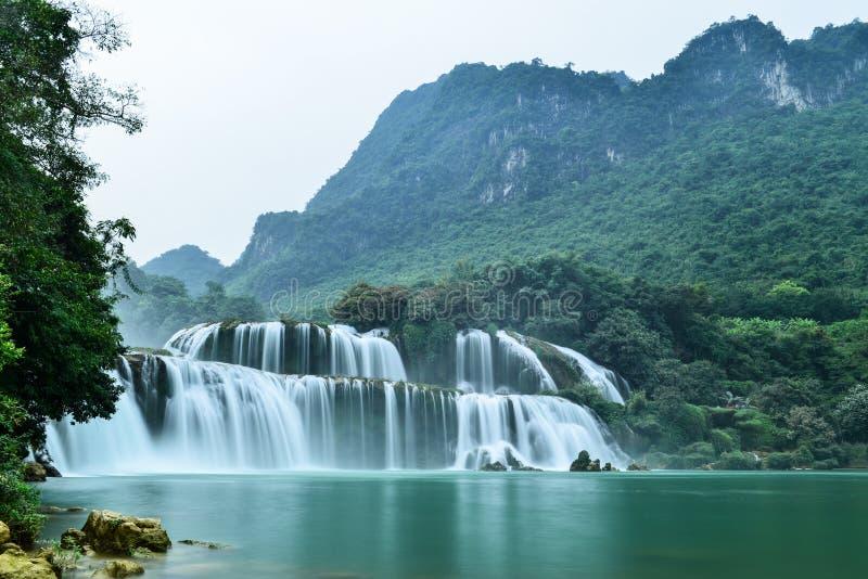 板约瀑布在Trung Khanh,高平镇,越南 库存照片