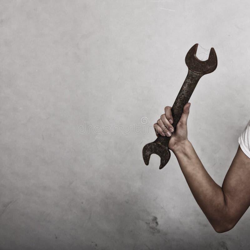 板钳扳手工具在手中女工 库存图片