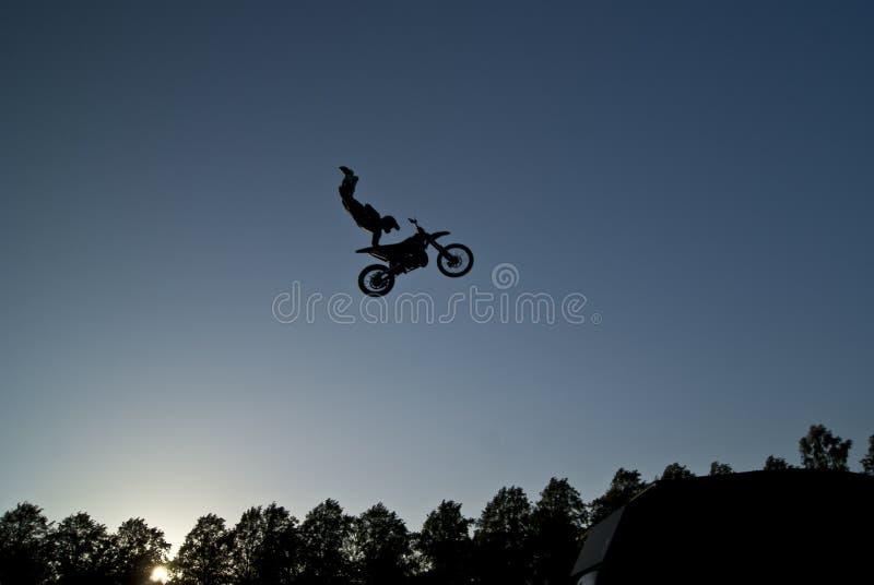 极其飞跃摩托车 图库摄影