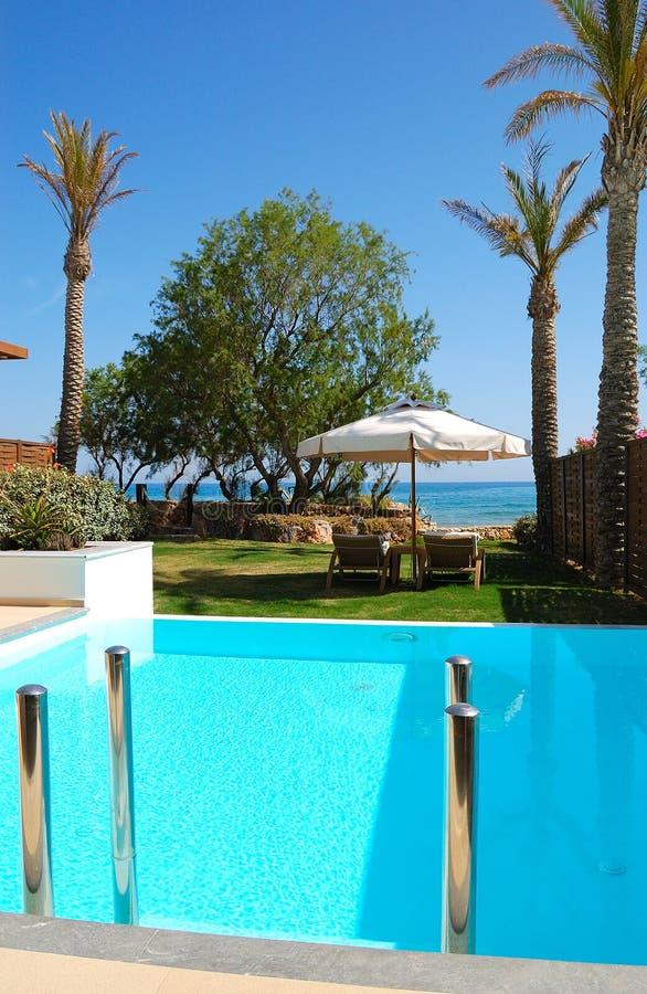 Download 极可意浴缸池游泳 库存照片. 图片 包括有 希腊语, 绿色, 克利特, deckchair, 现代, 火箭筒 - 15690510