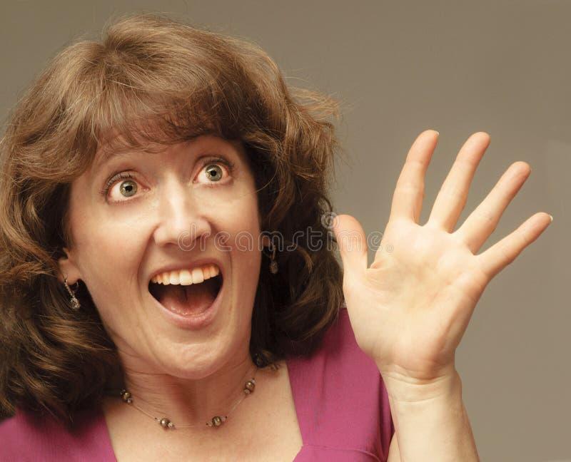 极度高兴的妇女能` t相信她的好运 免版税图库摄影