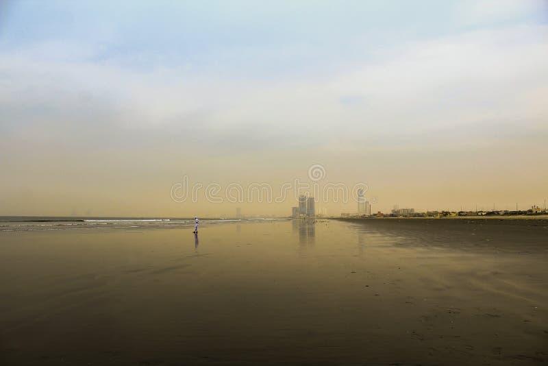 极端卡拉奇海滩充分的HD美丽的风景墙纸  图库摄影