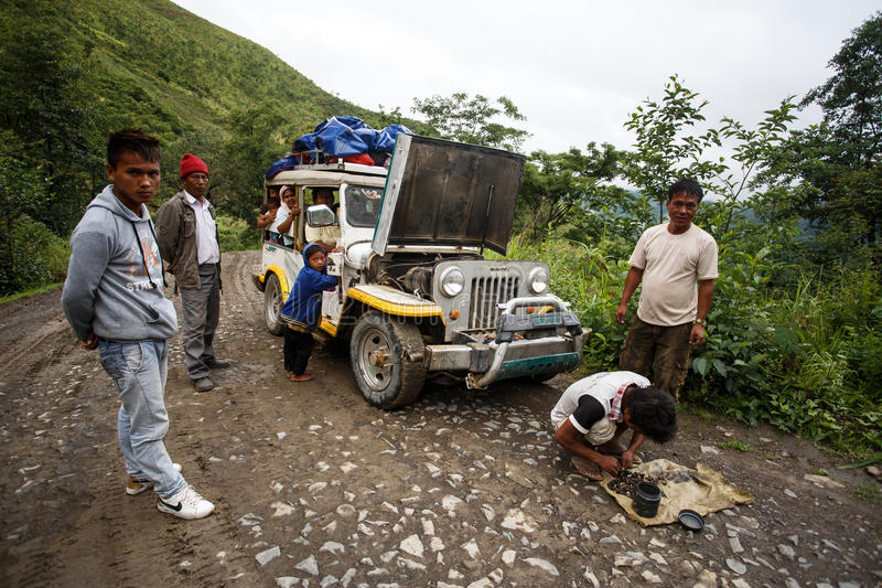 极端驾驶通过钦邦,缅甸 免版税图库摄影