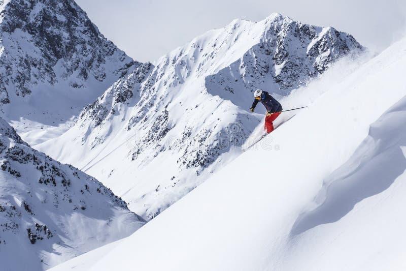极端freeride滑雪者 库存图片
