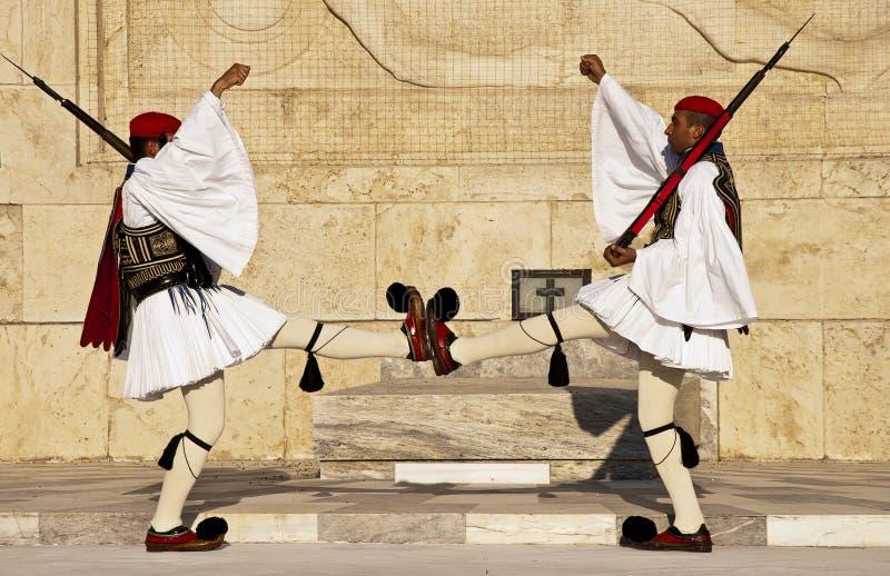 结构体方形的雅典,希腊evzones 库存照片