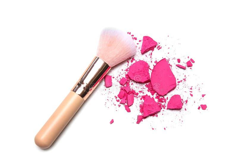 构成刷子和被击碎的化妆产品 库存图片