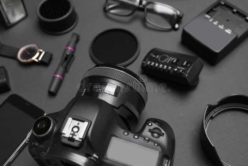 构成用专业摄影师的设备 图库摄影