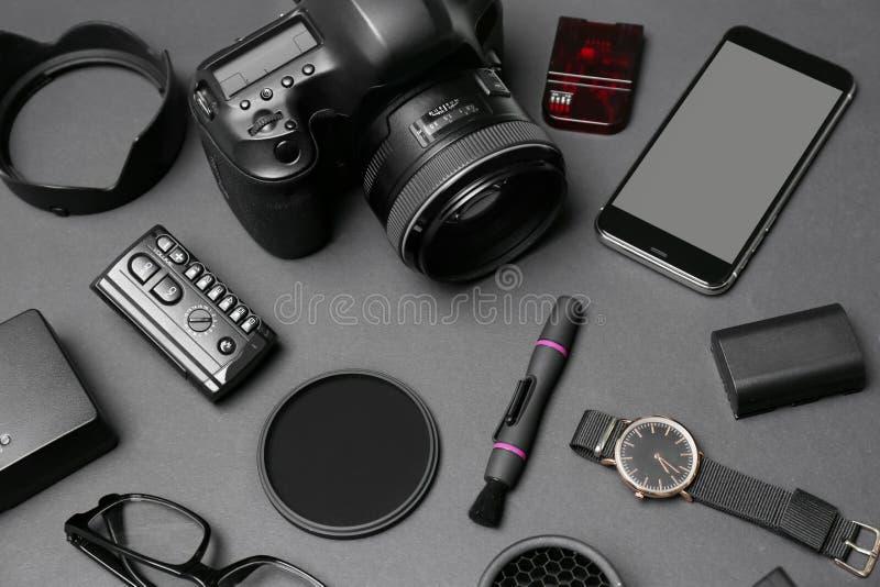 构成用专业摄影师的设备 免版税库存照片