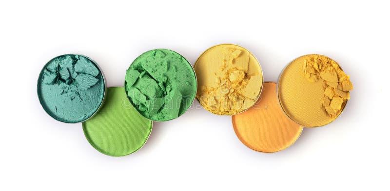 构成的圆的黄色和绿色被碰撞的眼影膏作为化妆产品样品  免版税库存照片