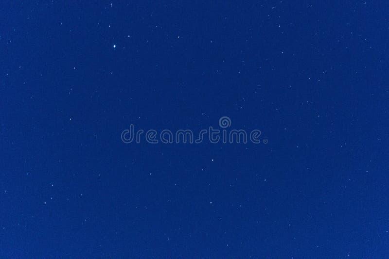 构筑包括满天星斗的蓝色夜空 库存照片