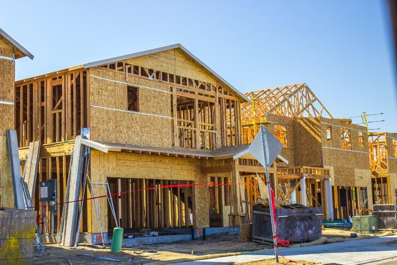 构筑新的二层的家庭建筑 免版税库存照片