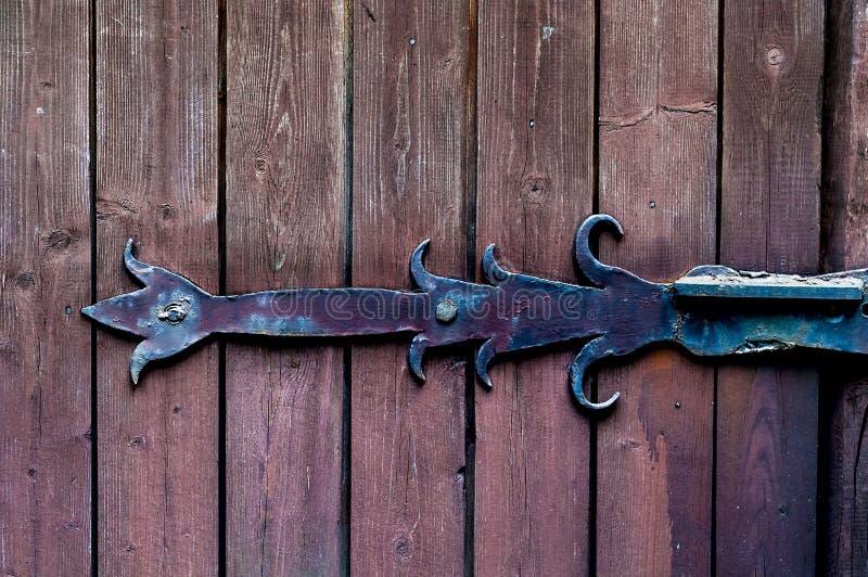 构造光滑的木板绘与与葡萄酒铁圈,自然光,拷贝空间的年龄, 库存照片