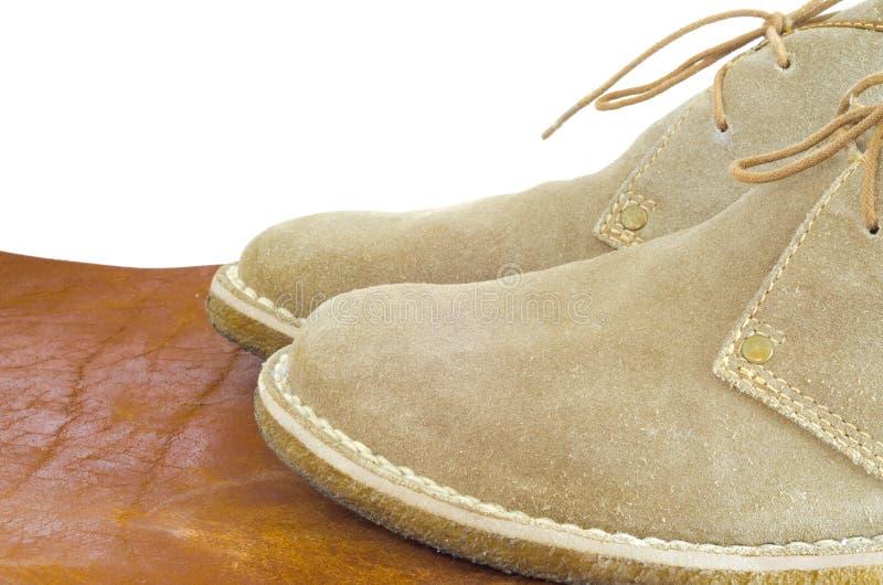 构造在框架的老皮鞋展示 免版税库存图片