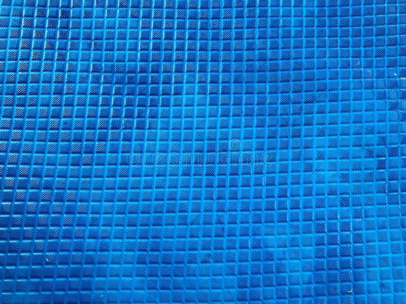 构造有方形的小瓦片的样式的橡胶不滑的蓝色席子 抽象背景异教徒青绿 图库摄影
