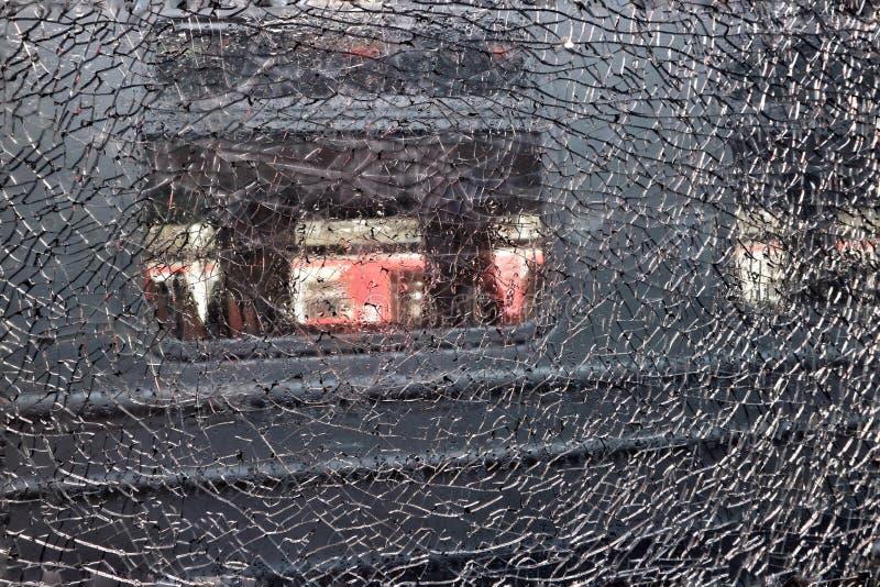构造残破的玻璃镇压网络设计的背景  免版税库存照片