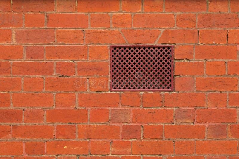 构造红砖墙壁照片有通风孔的,透气 库存图片
