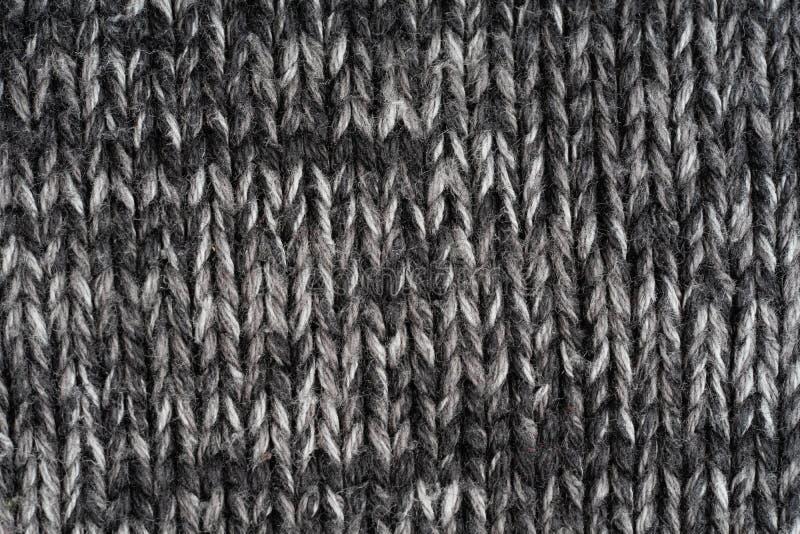 构造被编织的织品 温暖的毛线衣由不同颜色毛线制成 创造性的葡萄酒背景 免版税库存照片