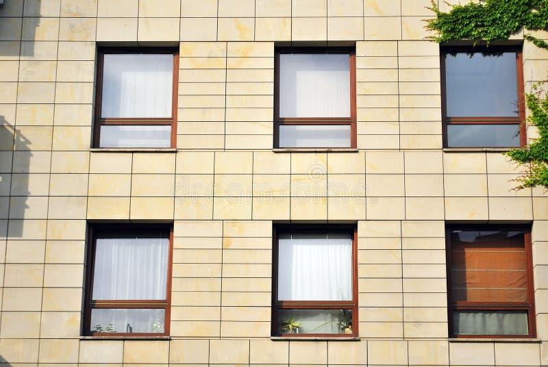 Download 结构建立当代住宅西班牙样式的巴塞罗那 库存图片. 图片 包括有 当代, 瓶颈, 设计, 门面, 外部, 豪华 - 72366043