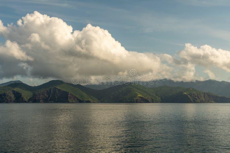 林卡岛海岛southside海岸和cloudscape,印度尼西亚 库存图片