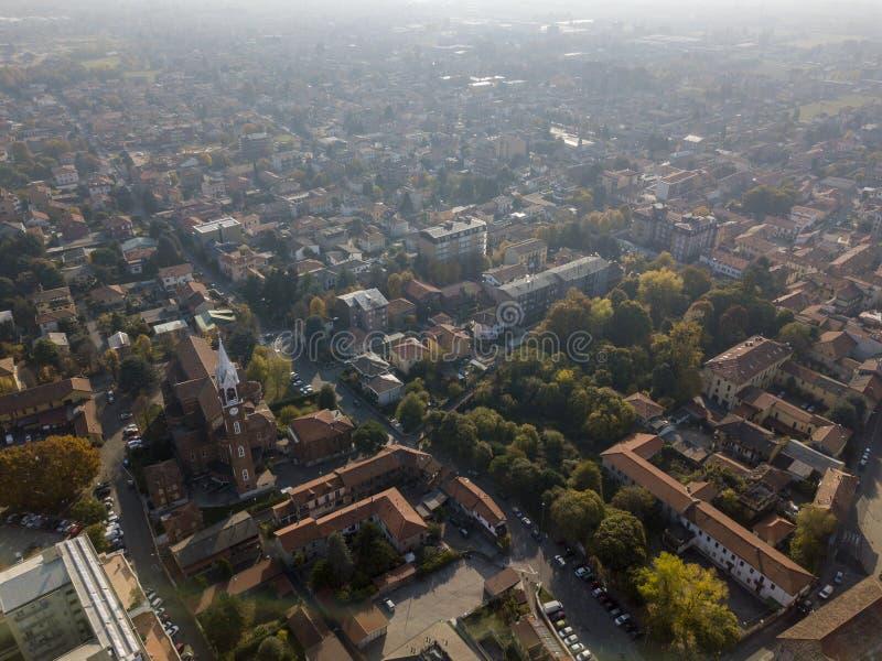 林比亚泰、鸟瞰图、圣乔治教区,教会、家和街道街市街道 意大利 库存照片